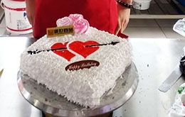学员一箭穿心蛋糕作品